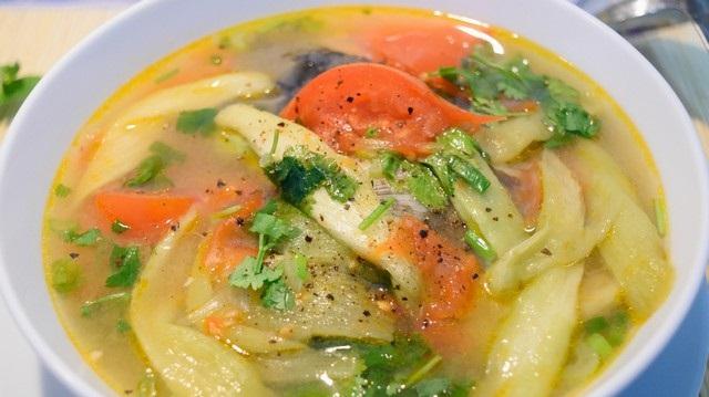 Đầu cá thu nấu dọc mùng chua chua, ngọt ngọt