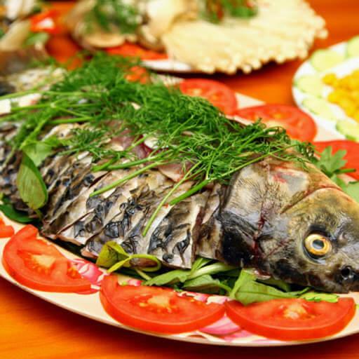 Cá chép luộc khế chua, chuối xanh