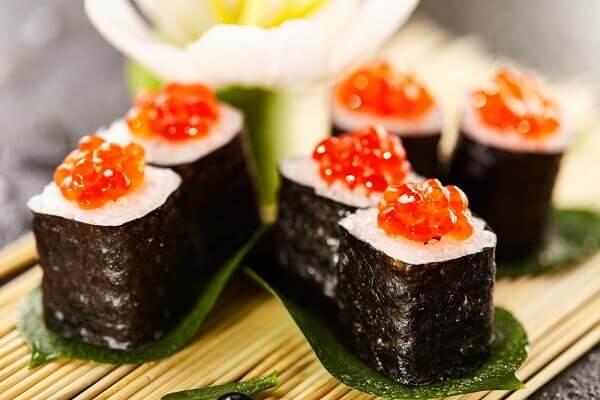 sushi trứng cá