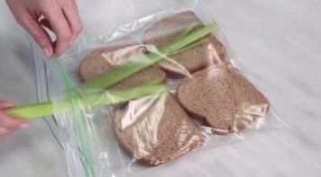 cách bảo quản bánh mì bằng cần tây