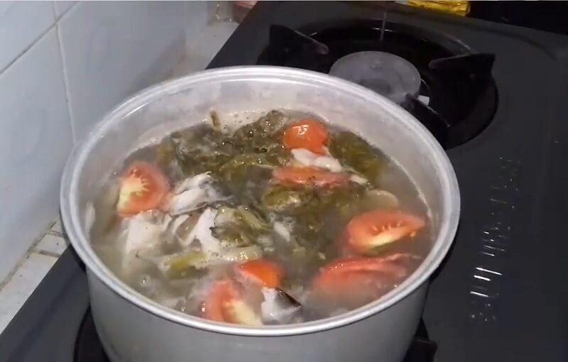 đầu cá hồi nấu dưa chua