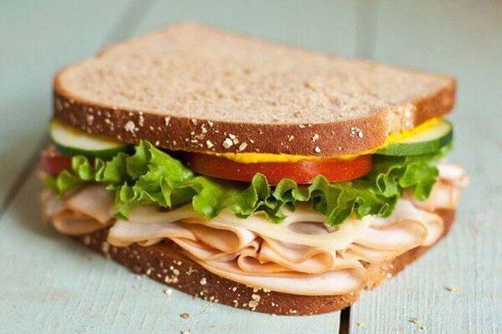 Sandwich kẹp thịt nguội